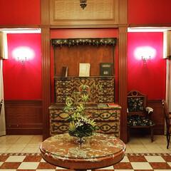 ロビー/朱色/おでかけ/華/紅/花 素敵な朱色✨  先日、泊ったホテルです。…