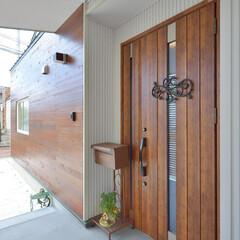 玄関ポーチ/広いポーチ/ドア 車椅子の取り回しに十分な広さを確保した玄…
