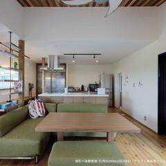 お洒落なリビング/お洒落なキッチン/ペットと暮らす家/2階LDK/アイランドキッチン/オープンキッチン 2階のLDKはオープンな一室空間。 キッ…