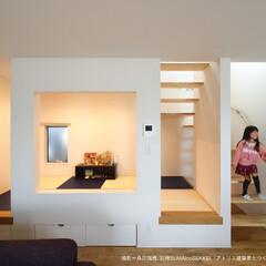 和室/お洒落な和室/解放感ある和室/リビングの和室/和テイスト/畳コーナー/... 畳コーナーは小上がりなので縁に腰かければ…(1枚目)