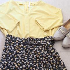 しまむら/プルオーバー/スカート/ローファー/小花柄 イエローのプルオーバーと小花柄スカートに…