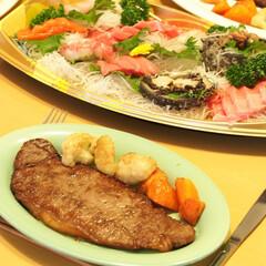 大晦日/ステーキ/牛肉/刺身/おうちごはん 大晦日の夜は、ステーキとお刺身の盛り合わ…
