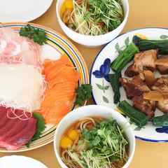 LIMIAごはんクラブ/おうちごはんクラブ/昼食/豚の角煮/稲庭うどん/刺身 連休中のお昼ごはん。夫が作ってくれた豚の…