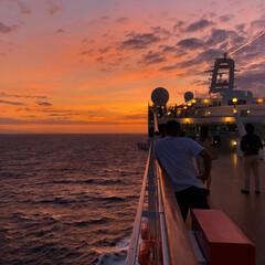 朱色/フォロー大歓迎 船の旅で見た朝焼け😌✨ 夫婦で早起きして…(1枚目)