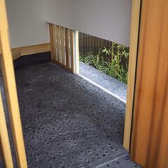 玄関/地窓/無双窓 玄関土間と地窓