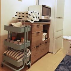 キッチン棚/キッチンボード/ウニコ/unico/ワゴン/IKEA/... 賃貸で狭いキッチンだけどなんとか荷物納め…