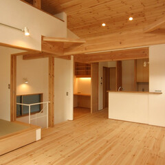 狭小住宅/自然素材/吹抜/対面キッチン/ワークスペース/食品庫/... 浦和の家 2階バルコニーからLDK、ワー…