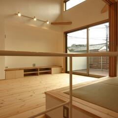 狭小住宅/自然素材/吹抜/ハイサイドライト/畳スペース/光/... 浦和の家 2階リビングを見る リビングは…