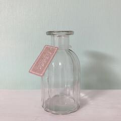 雑貨/暮らし/100均/リビングあるある/フラワーベース/ダイソー ダイソーの花瓶です♡形が可愛い!花を飾っ…