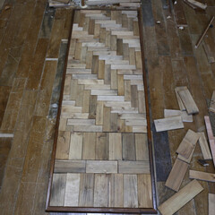 DIY/ドア/ヘリンボーン 端材を利用してヘリンボーン張りの扉を作っ…