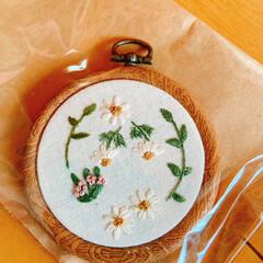 お茶のお供🍵/ウサギ🐰のハンカチ/刺繍のフレーム/素敵便/リミ友に感謝 嬉しいお届け物〜🎁💕  刺繍の可愛いフレ…(2枚目)