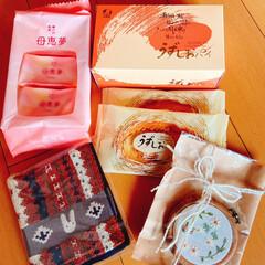 お茶のお供🍵/ウサギ🐰のハンカチ/刺繍のフレーム/素敵便/リミ友に感謝 嬉しいお届け物〜🎁💕  刺繍の可愛いフレ…