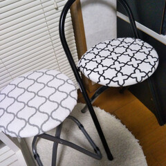 椅子カバー/令和の一枚/フォロー大歓迎/LIMIAペット同好会/わんこ同好会/セリア 以前から探していたセリアの丸椅子カバー✌…