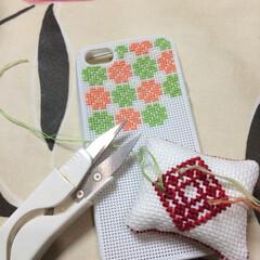 携帯/ケース/桜/作成/製作 ただいま製作中。 使い慣れた針と糸。 や…