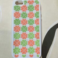桜/携帯/カバー/クロスステッチ/刺繍/四つ桜/... iPhone5s用携帯カバー 四つ桜の柄…