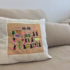 「ラオスで見つけたモン族の手縫いのクッショ…」(1枚目)