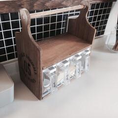カッティングボード/調味料収納/キッチン/シンデレラフィット/DIY/100均/... ダイソー4連調味料ケースとセリアのカッテ…