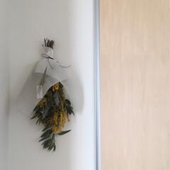 お花のある生活/お花のある暮らし/ミモザのスワッグ/ミモザアレンジ/ミモザ/北欧インテリア/... 3月8日はミモザの日 スワッグを飾りまし…