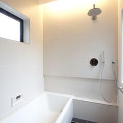 浴室/浴室・風呂/バスタブ/レインシャワー/間接照明/タイル/... バスタブやレインシャワーは全て一つずつ自…