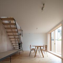 リビング/ダイニング/出窓/畳/ベンチ/階段/... シンプルな矩形を活かしたローコスト住宅