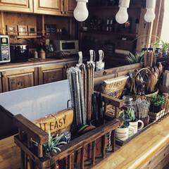 キッチンカウンター/キッチン収納/簡単DIY/簡単リメイク/簡単/100均DIY/... 100均のディッシュスタンドを使って デ…