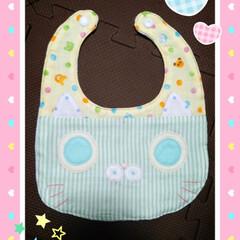 ダブルガーゼ/ミシン/オリジナルデザイン/猫/ヨダレかけ/スタイ/... 4月に出産した友達が出産祝いに猫のスタイ…