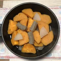 煮物/グルメ 大鍋で、大根・ねじり糸こんにゃく・ 七福…