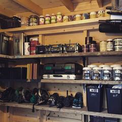 小屋DIY/足場板/小屋/100均/セリア/ダイソー/... DIYで作った小屋の中に中古足場板の棚を…(1枚目)