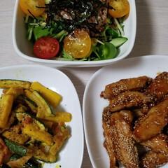水菜のサラダ/ズッキーニ/手羽中/おうちごはん 今日は茶色もあります😆 手羽中の揚げ焼き…