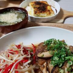 豆腐のチーズ焼き/和風ハンバーグ/フード/おうちごはん 今日の晩ごはん😋🍚🎶 キノコと大根おろし…