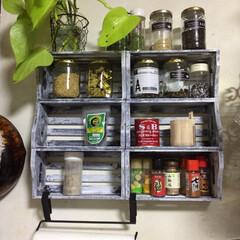 スパイスラック/DIY/雑貨/100均/セリア/インテリア/... セリアの木箱でスパイスラック ボンドで貼…