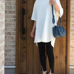 ママコーデ/スリット/スキニーパンツ/ロングTシャツ/ファッション LIPSTAR  さんのロングTシャツ着…