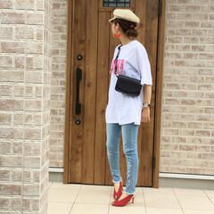 ママコーデ/ストローキャスケット/ボディバッグ/ロングTシャツ/スキニーデニムパンツ/ファッション Desigual.さんのスキニーデニムパ…