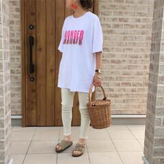 ママコーデ/かごバッグ/リブレギンス/ロングTシャツ/ファッション ロングTシャツを使ったラフスタイルです。…