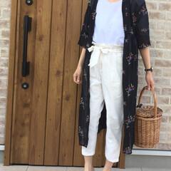ガウン/花柄/夏コーデ/おでかけ/ファッション 夏らしく、ホワイトのトップス、パンツにロ…