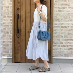 ビルケンシュトック/ワントーン/ママコーデ/ワンピース/ファッション スカートのボリューム感が可愛いワンピース…