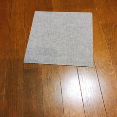 タイルマット タイルカーペット 吸着 床暖房対応 撥水タイルマット 無地 8枚入 30×30cm おくだけ吸着 サンコー(カーペット、マット)を使ったクチコミ「モニターキャンペーンに当選しました。 猫…」(2枚目)