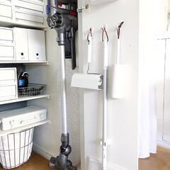 クローゼット/100均/ダイソー/DIY/雑貨/住まい/... ダイソーのワンキャッチ。扉の裏に掃除用具…