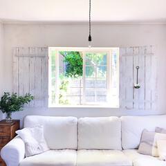 ソファ/リビング/窓/DIY/ハンドメイド/雑貨/... 窓の両サイドの扉は鎧戸(よろいど)と言っ…