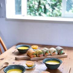 スープ/サンドウィッチ/コストコ/パン/おうちごはん/雑貨/... コストコのパンにスモークサーモンとアボカ…