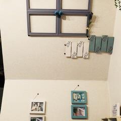 リビング/窓枠/グリーン/DIY/100均/セリア/... リビングの 階段の後ろ側?の 斜めの壁に…