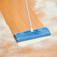 マイクロファイバー/ワイパー/効率/フローリング/掃除/キレイ/... 小麦粉を拭き取っています。小麦粉の粉はダ…