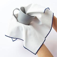 食器拭き/クロス/マイクロファイバー/白/モノトーン/ホワイト/... 清潔感あふれる白に、紺色の縫い止めがされ…