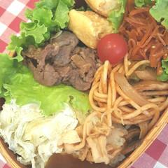 おべんとう/にんじん/鶏/牛肉/昆布/奈良漬け/... 今日のおべんとう 甘辛焼き肉、ナポリタン…