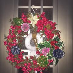 クリスマス/リース/手作り/赤い実/松ぼっくり/フェイクフラワー 玄関に飾ってる手作りクリスマスリースです…