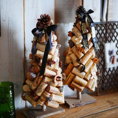 コルク/コルクツリー/クリスマスツリー/廃材リメイク/リメイク/男前インテリア/... ワインコルクでツリーを作りました。 古材…