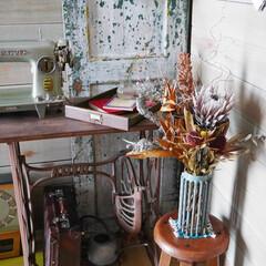 男前インテリア/玄関/ドライアレンジ/古道具/アンティーク/ヴィンテージ/... 玄関の一角です。 古い丸椅子は古道具の倉…