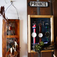 玄関/壁面収納/板壁/男前/渋ナチュ/セリア/... 右はセリアのパンチングボードやダイソーの…