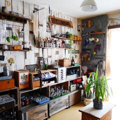 男前インテリア/アトリエ/作業部屋/DIY/木工/リンゴ箱/... 大掃除直後のアトリエ。 リンゴ箱に蓋を付…