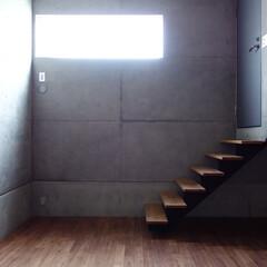 音楽室/防音室/打放し/防音ドア/ドア/インテリア/... 音楽室は基礎を利用した半地下になっていて…